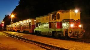 A tűzijátéknéző vonat Szépjuhászné állomáson