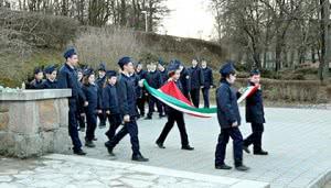 Ünnepélyes esti zászlólevonás Hűvösvölgyben