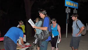 Éjszakai túrázók Normafa megállóhelyen