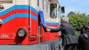 A mozdonynév-tábla leleplezése