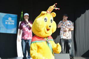 Az Animal Cannibals és új rajongójuk Pom-Bär