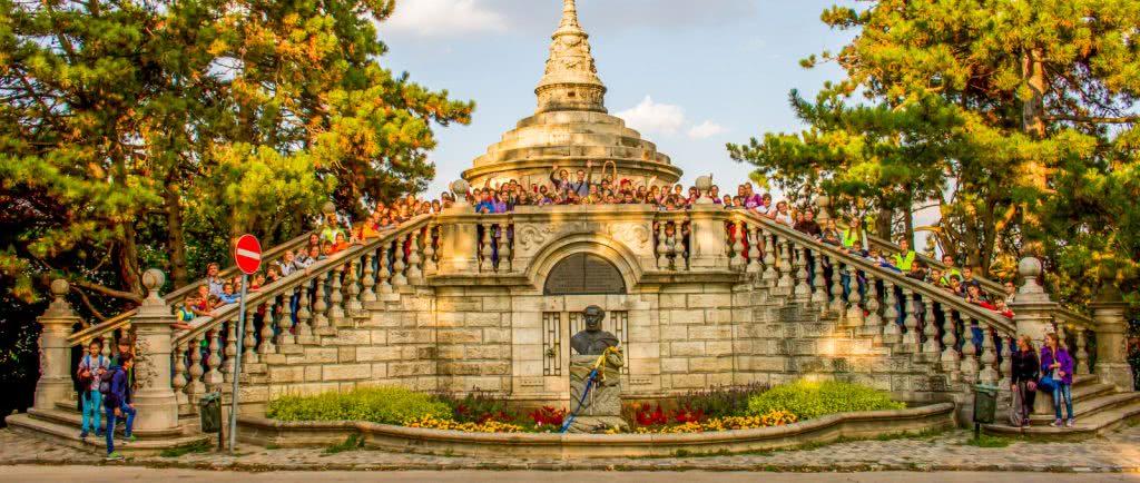 Tanfolyamosok látogatása a Széchenyi-emlékműnél