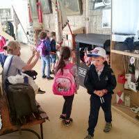 Ifjú múzeumlátogatók