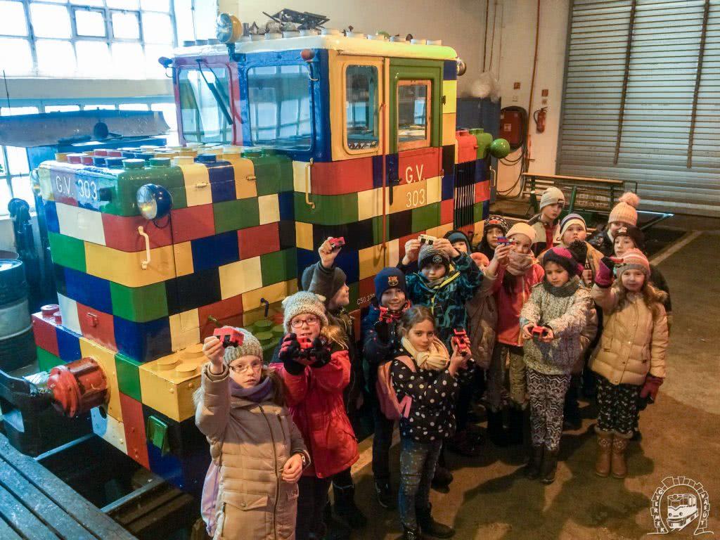 A Budakeszi Széchenyi István Általános Iskola 3.d osztályos tanulói saját építésű LEGO vonataikat hozták el magukkal a kirándulásra, hogy igénybe vehessék februári kedvezményünket, ők láthatták először a frissen elkészült mozdonyt.